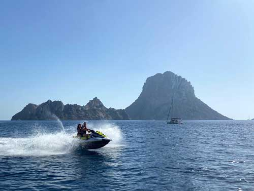 Es Vedra Ibiza en moto de agua